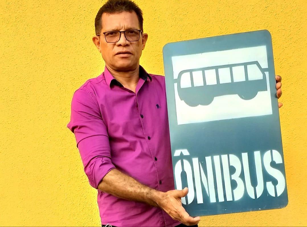 Vereador Nego da Edna solicita parada de ônibus para Praça 22 de Dezembro